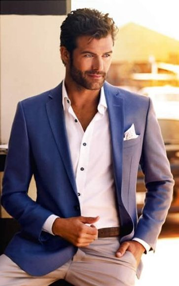 blue-blazer-white-shirt-chinos-smart-casual-look-for-men-day-time-lunch-date