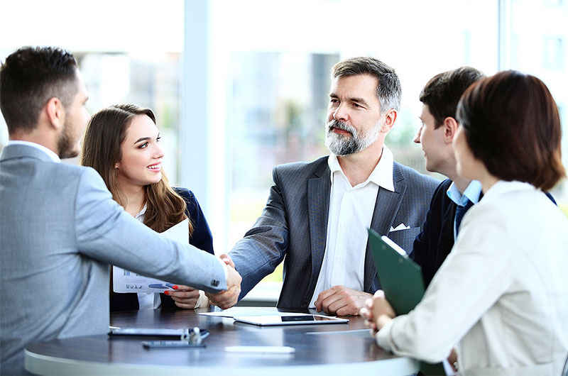 firm-handshake-how-to-be-confident
