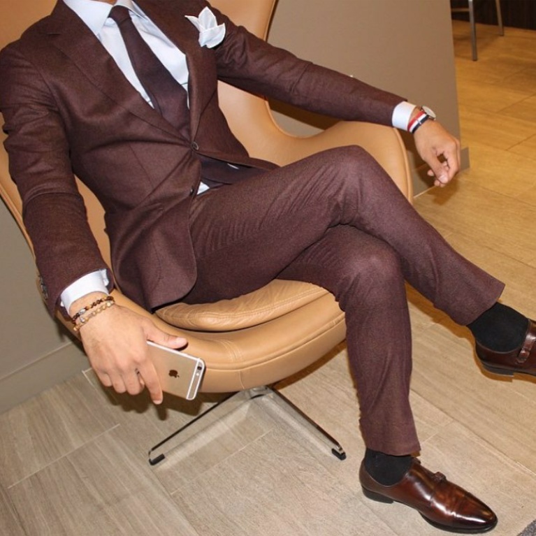 styling-brown-tiger-eye-beaded-bracelets-for-men-with-suit-professional-look