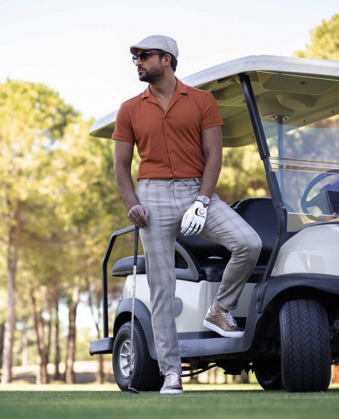what-to-wear-at-golf-polo-shirt-trousers-look-stylish-mens-fashion