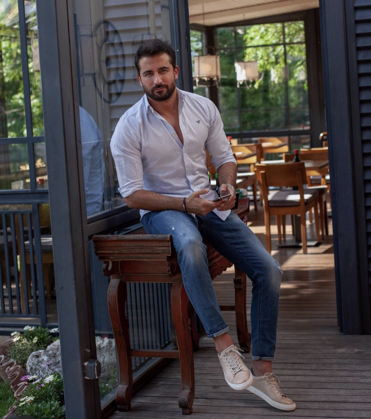 styling-mens-shirt-with-jeans-business-casual-casual-wear-mens
