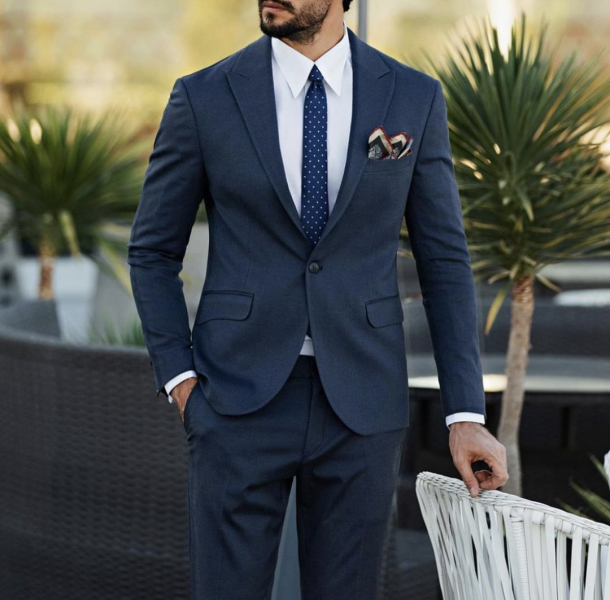 navy-blue-suit-men-tie-pocket-square-how-to-style-wear-mens-fashion